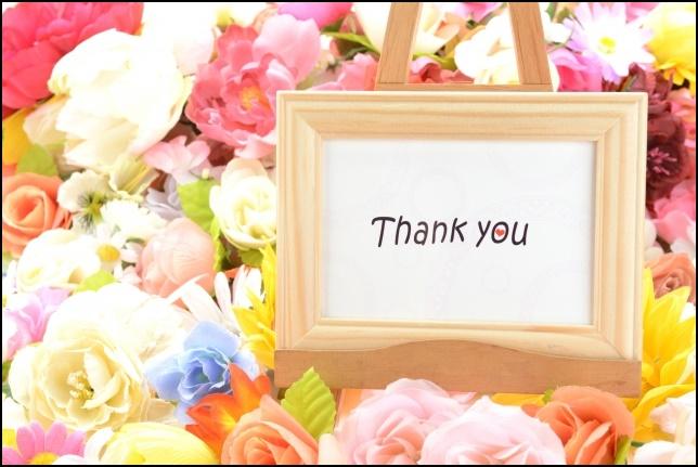 ありがとうのメッセージと花達の画像