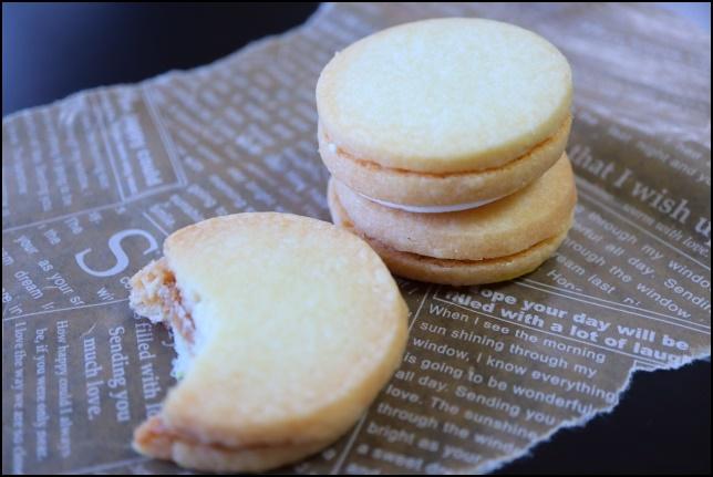 欠けたクッキーの画像