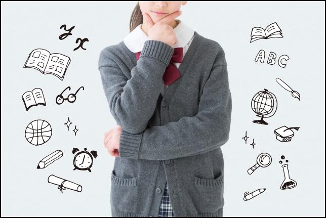 勉強やアイデアを考えている女子高生の画像