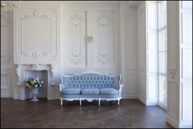 アンティーク調のおしゃれな椅子の画像