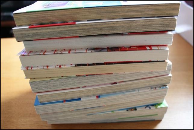 積み上げられた書籍・本の画像